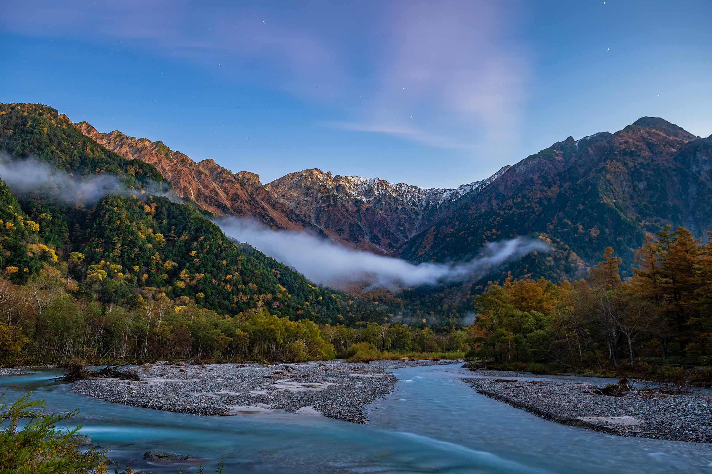 Kamikochi Mountain Ranges before sunrise